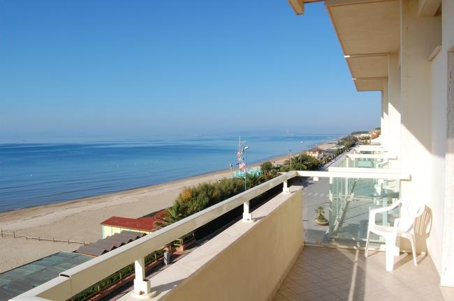 http://www.hotellidofollonica.com/wp-content/uploads/2016/03/hotel-lido-1.jpg