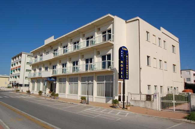 http://www.hotellidofollonica.com/wp-content/uploads/2016/03/hotel-lido-12.jpg