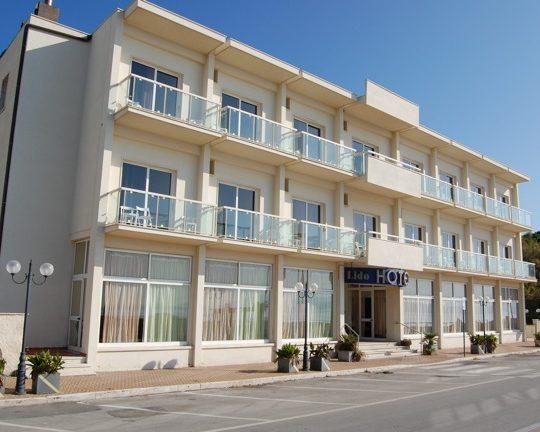 http://www.hotellidofollonica.com/wp-content/uploads/2016/03/hotel-lido-16-540x432.jpg