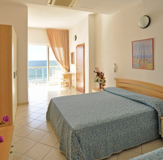 http://www.hotellidofollonica.com/wp-content/uploads/2016/03/n_8-540x531.jpg